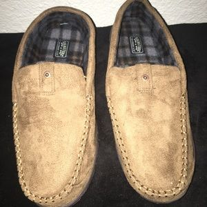 NWT American Eagle Beige Hose Slippers Size 13